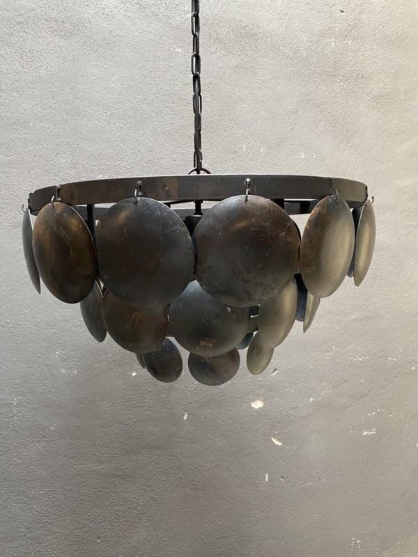 Stoere ijzeren lamp 50 cm oud zwart lamp hanglamp schelpen schelpjes landelijk stoer industrieel