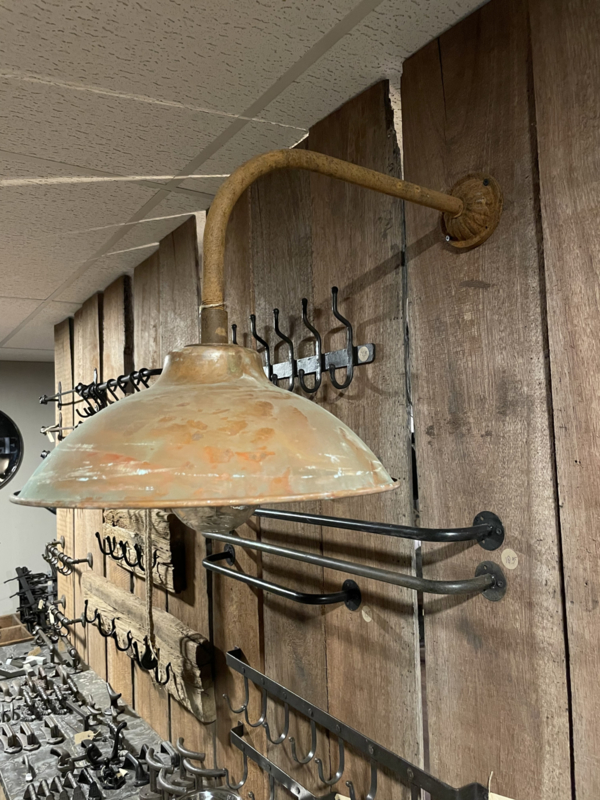 Metalen wandlamp Stallamp buitenlamp buitenverlichting metalen kap roest glazen stolp landelijk industrieel vintage stoer