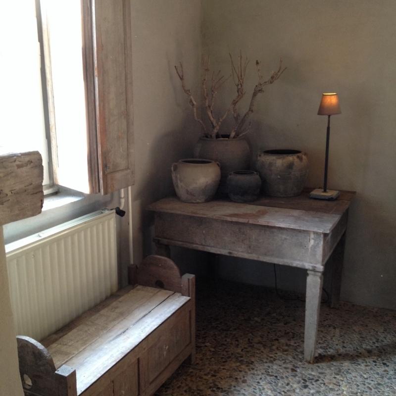 Prachtige originele oude vergrijsd houten tafel salontafel bijzettafel landelijk stoer vergrijsd hout houten tafel