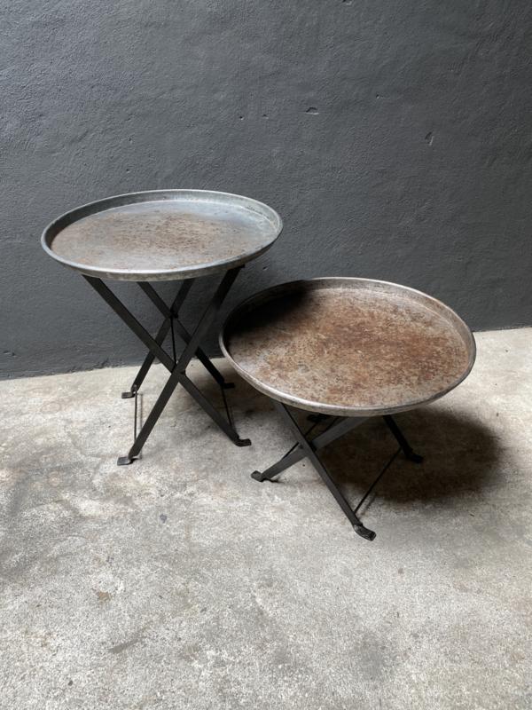 Metalen bijzettafeltje rond dienblad vintage Randda hoge 59 cm hoog model onderstel landelijk industrieel stoer