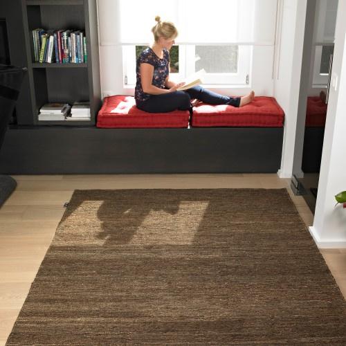 Groot handgewoven 100 % hennep vloerkleed kleed carpet karpet brown 140 x 200 cm