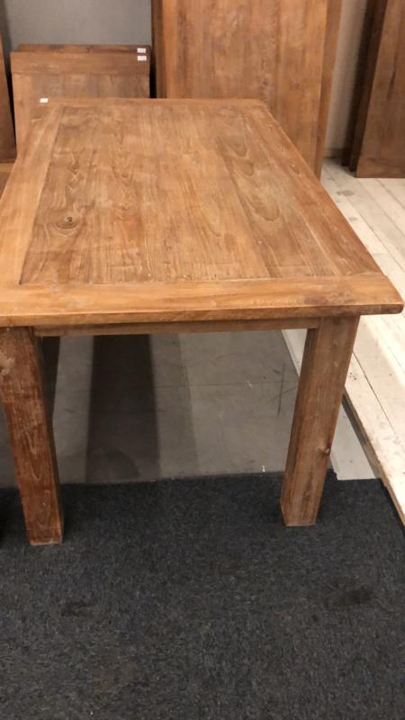 Stoere teakhouten tafel met blokpoten en 280 x 100 cm landelijk stoer robuust