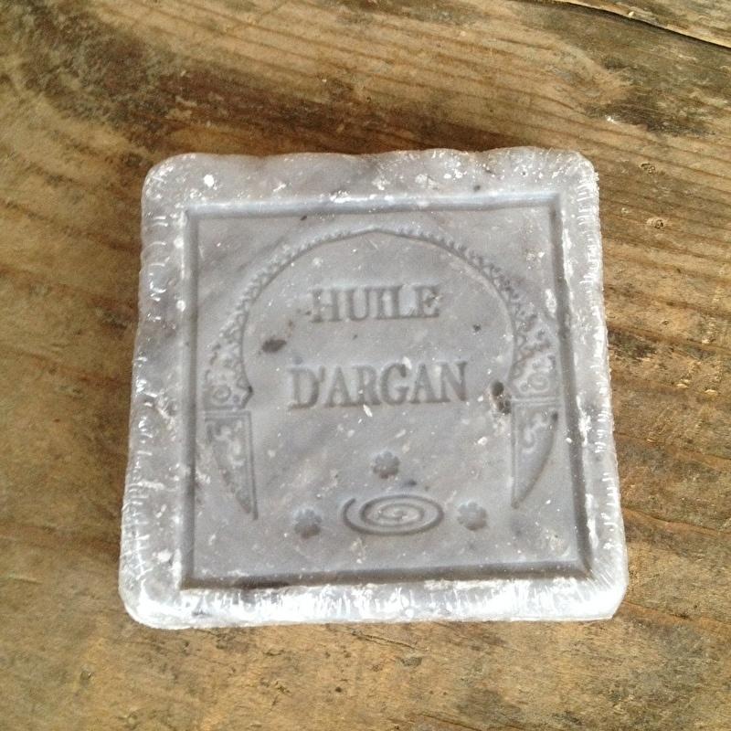 Mooi grijs stuk plak platte zeep vierkant Hammam heerlijk