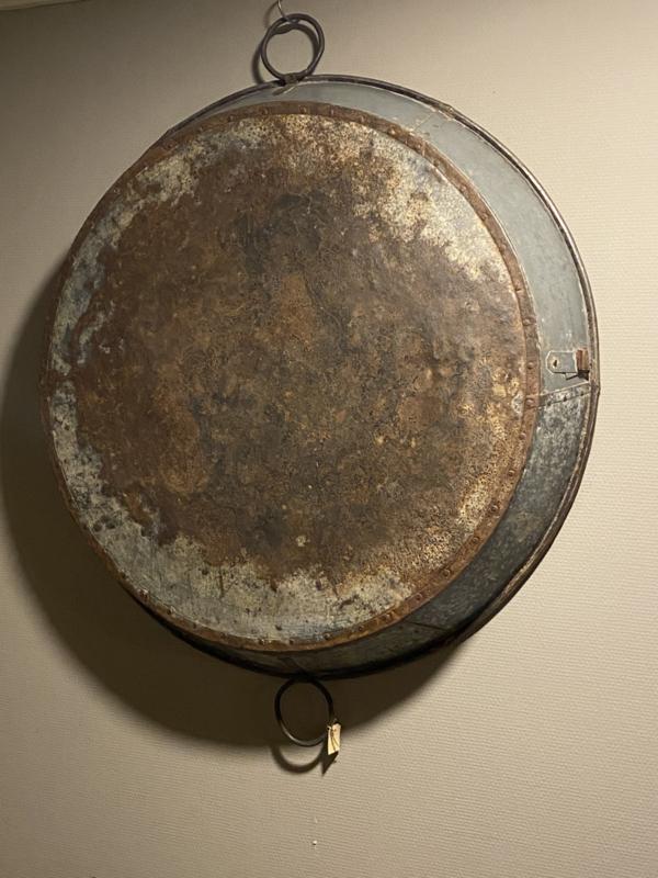 Mega grote metalen schaal grijsbruin wandpaneel rond 110 cm gaaf als tafelblad rond bak industrieel stoer landelijk
