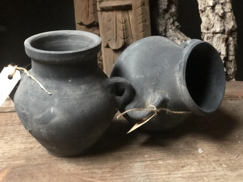 Grijze Stenen kruikje met oortjes landelijk stoer kruik pot vaas vaasje potje grijs