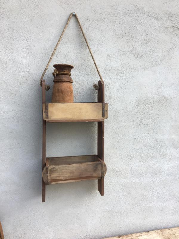Stoer oud houten Wandrek 2 vaks schap hangkastje baksteenmal wandkastje rek landelijk stoer hout jute touw metalen beslag industrieel vintage urban