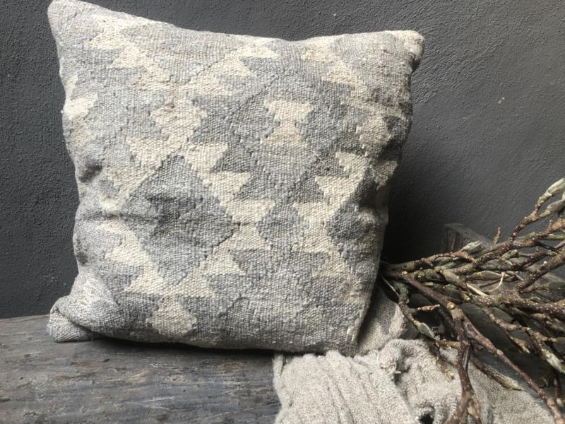 Sobere beige grijze vergrijsde Kelim kussen 50x50 incl vulling landelijk stoer shabby