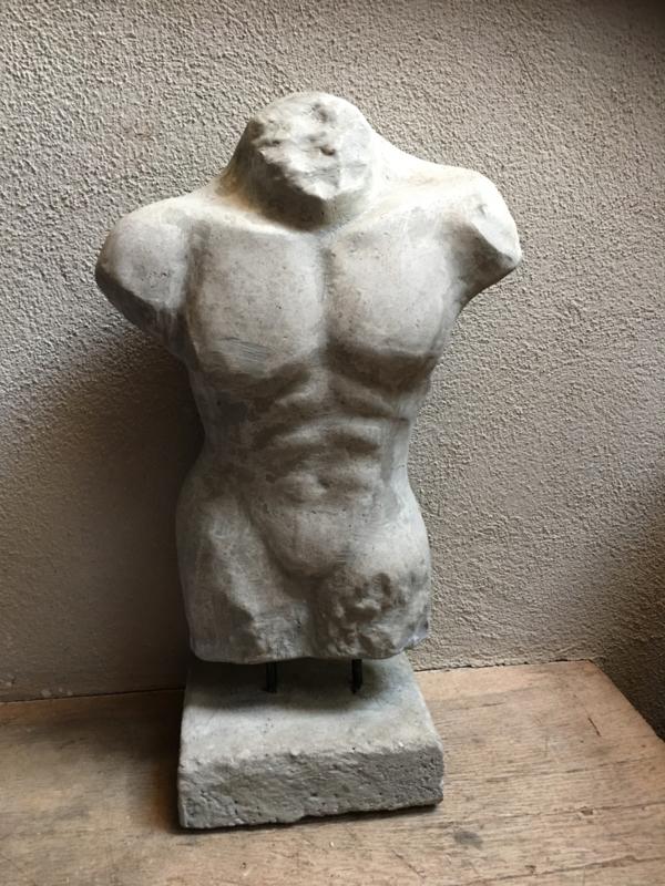 Betonnen Betonlook mannen torso buste landelijk stoer man mannenlijf borstbeeld beton stoer lijf lichaam grijs grijze beeld