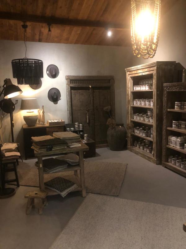 Prachtige oud vergrijsd houten dubbele deur deuren in kozijn. met origineel oud beslag 206 x 140 x 11 cm landelijk stoer paneel wanddecoratie gebruik