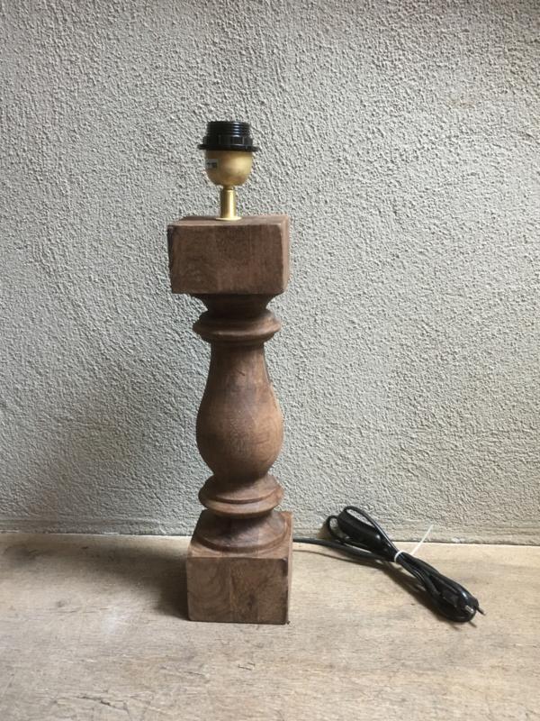 Stoere naturel bruine houten balusterlamp tafellamp landelijk stoer robuust