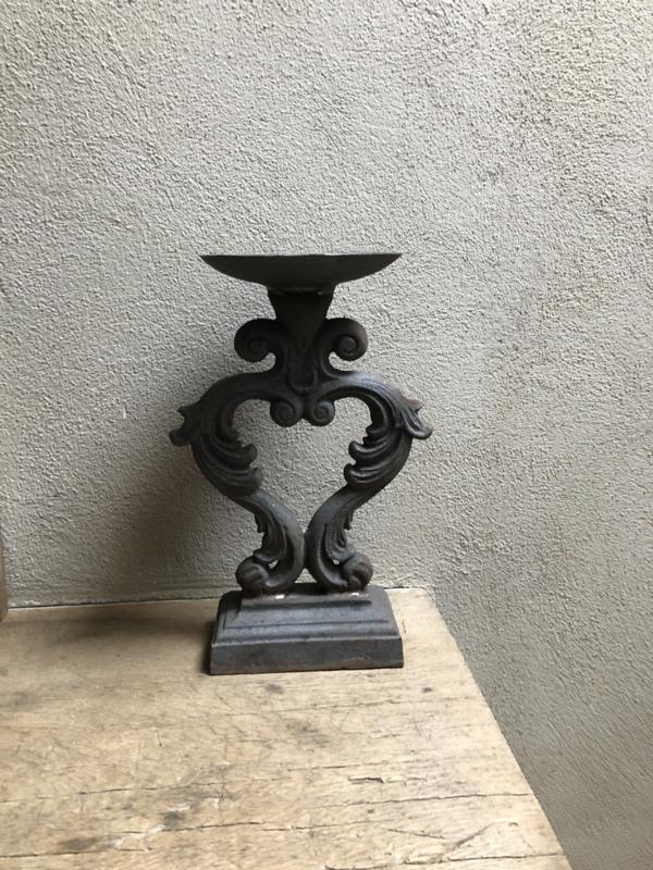 Stoere grijs zwarte ijzeren metalen kandelaar Tuinkandelaar Tuin stompkaars zwart grijs metaal landelijk stoer barok industrieel