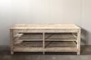 Authentieke oude vergrijsd houten fabriekstafel kookeiland werkbank keukeneiland keukenblok werktafel atelier winkel tafel landelijk stoer industrieel
