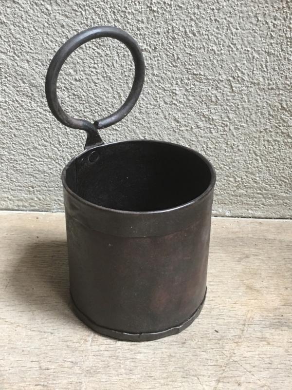Metalen bakje bak pot potje landelijk bestekbakje industrieel grijs bruin metaal hang staand pollepels bestekbak