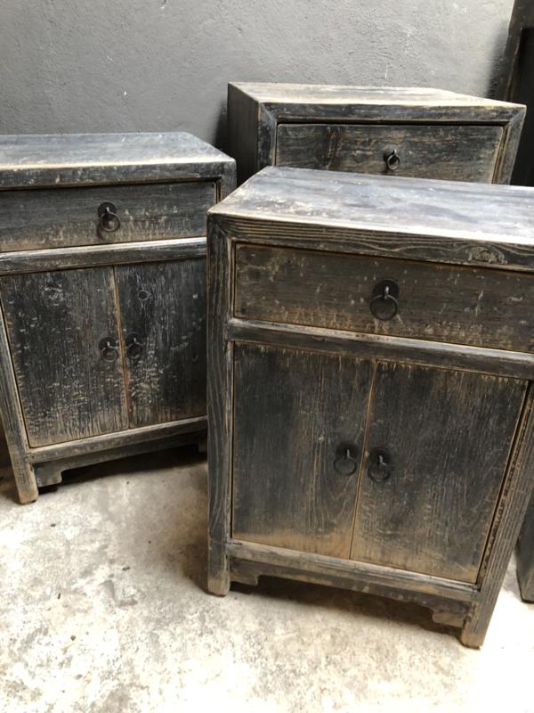 Stoer grijs vergrijsd houten kastje nachtkastje hout zwart grijs antraciet nachtkastjes lade deurtjes stoer landelijk industrieel