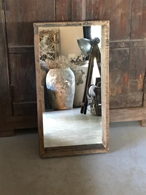 Stoere zeer grove robuust vergrijsd houten railway sloophouten mooie diepe nerf grof robuust spiegel landelijk stoer oud hout 75 x 40 cm