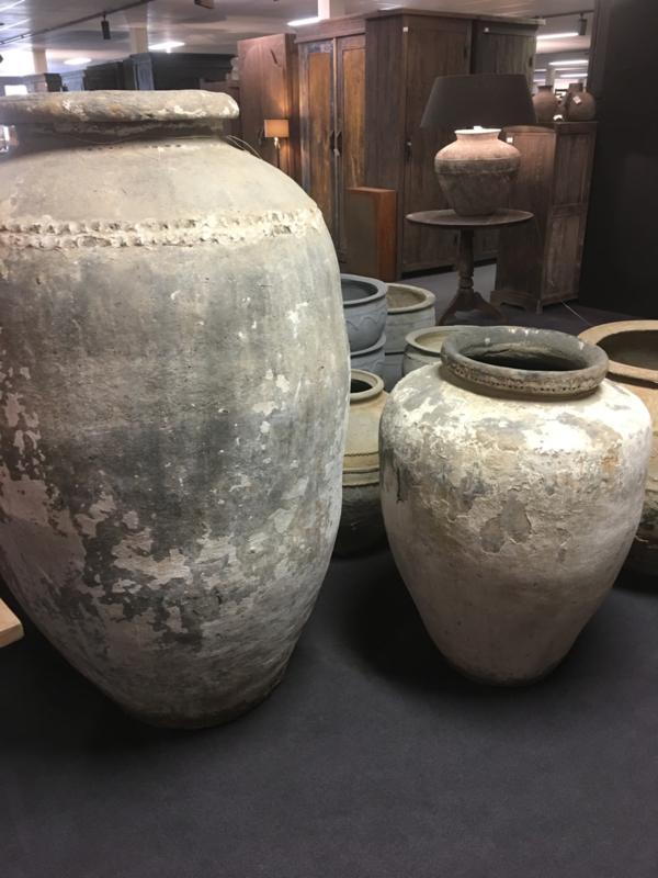 Mega grote oude stenen olijfkruik kruik pot vaas 1,5 m hoog landelijk sober stoer groot