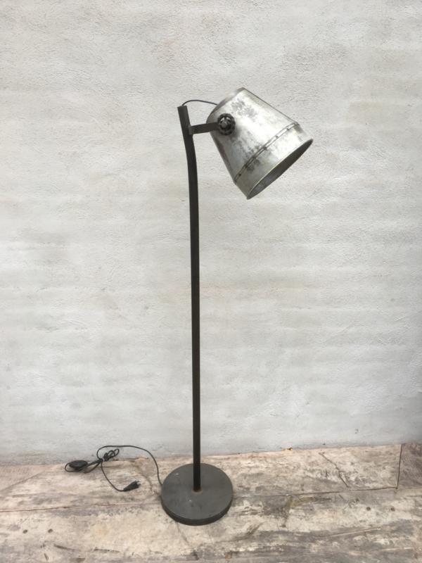Industrieel industriële stoere metalen metaal zinken zink lamp Staande vloerlamp 130 cm vintage landelijk grijs stoer metaal