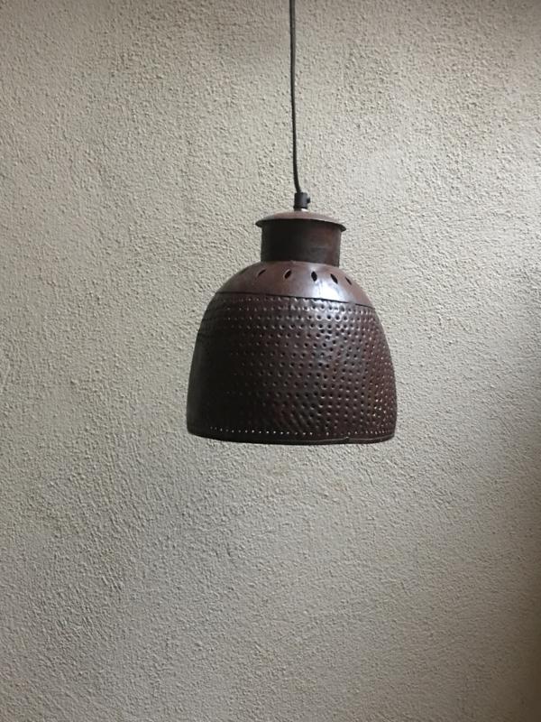 Roestbruine metalen hanglamp kap landelijk industrieel vintage korflamp ketel