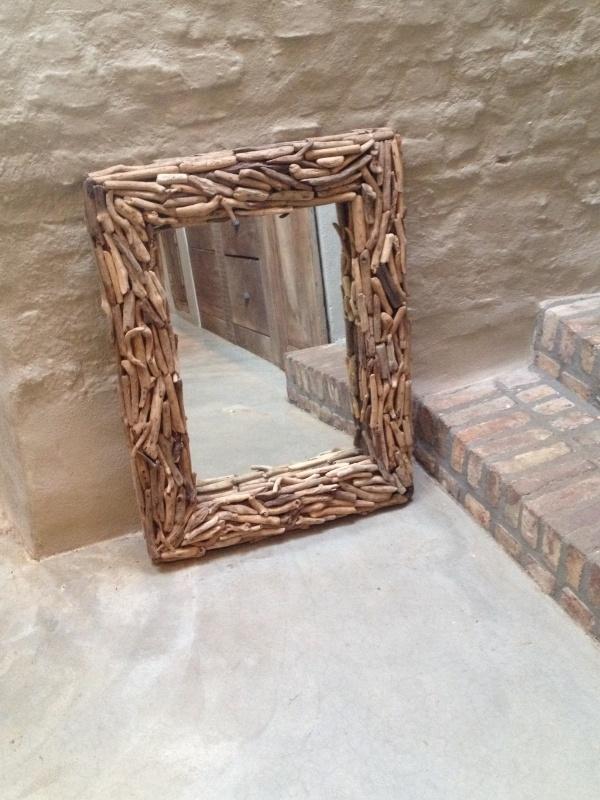 Grote vergrijsd houten drijfhout spiegel 85X65 cm
