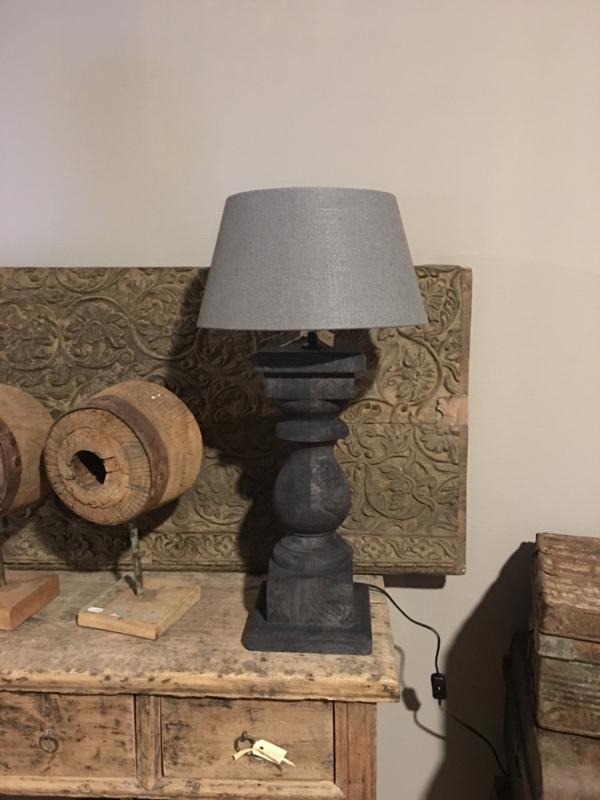 Stoere vergrijsd mat zwart antraciet zwartbruine houten balusterlamp stoer industrieel ballusterlamp tafellamp 45 cm tafellamp landelijk stoer robuust