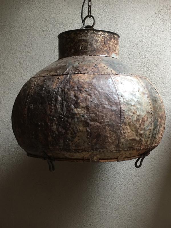 Stoere oude metalen hanglamp ketel lamp oude waterpot emmer vintage urban metaal rond landelijk industrieel