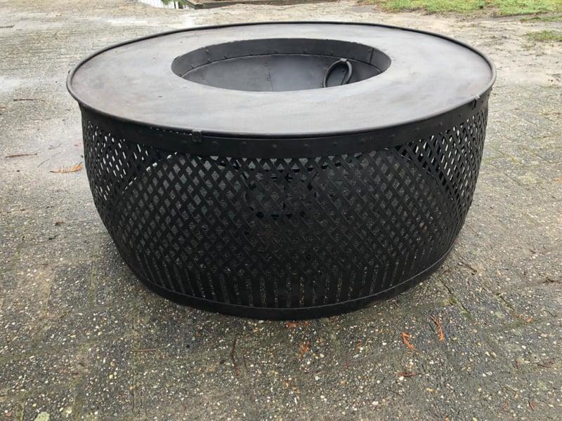 Grote ronde metalen vuurkorf 113 cm vuurtafel vuurplaats rond open haard brandplaats stookplaats