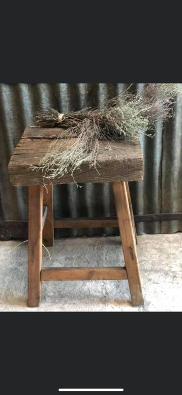 Hele grove stoere robuuste kruk tafeltje houten krukje hout vierkant landelijk stoer