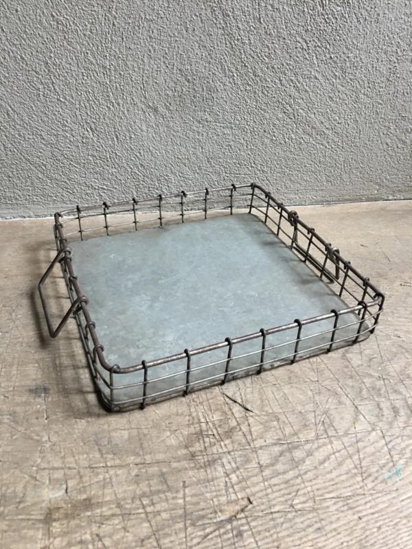 Draadstalen dienblad metalen metaal mand bak 36 cm vierkant groot schaal landelijk industrieel Draadmand