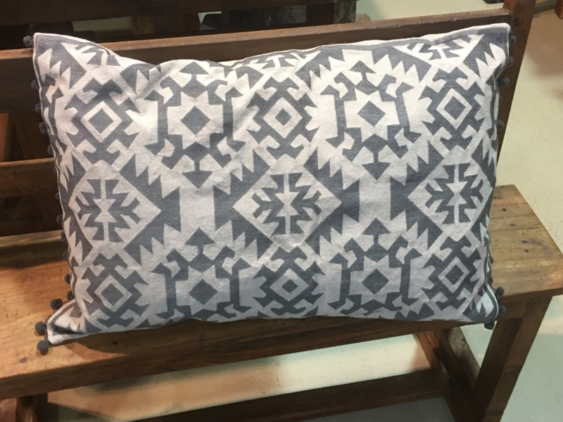 Sober geo kussen grijs landelijk vintage stoer linnen beige grijs 60 x 40 cm