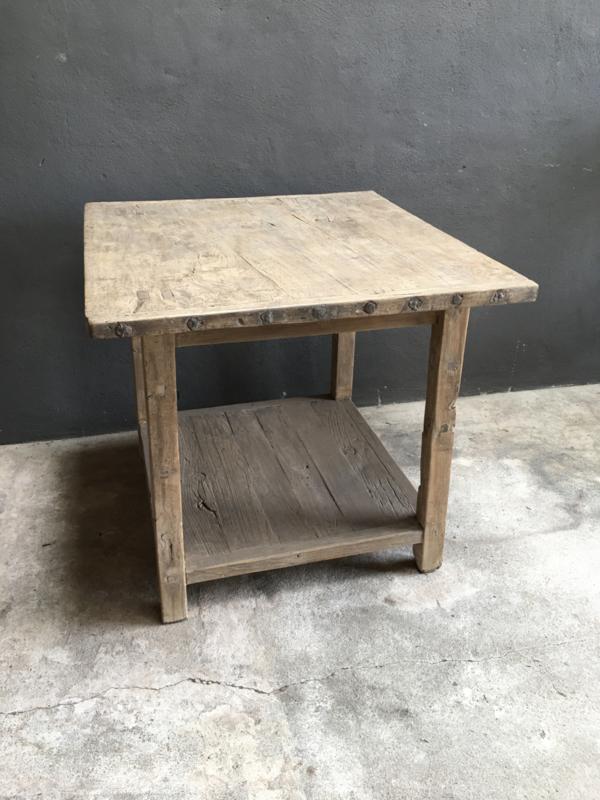 Stoere vergrijsd houten tafel 93 x 88 x H90 cm verkooptafel hoektafel bijzettafel landelijk stoer metalen studs
