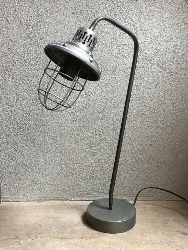 Stoer metalen lampje staand tafel bed lamp industrieel landelijk stoer metaal grijs oude look fabriekslamp