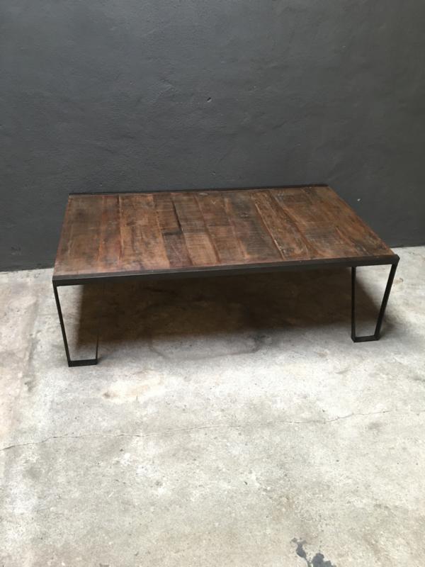 Vintage salontafel industrieel metalen onderstel met houten blad landelijk tafel  134 x 80 x 42 cm