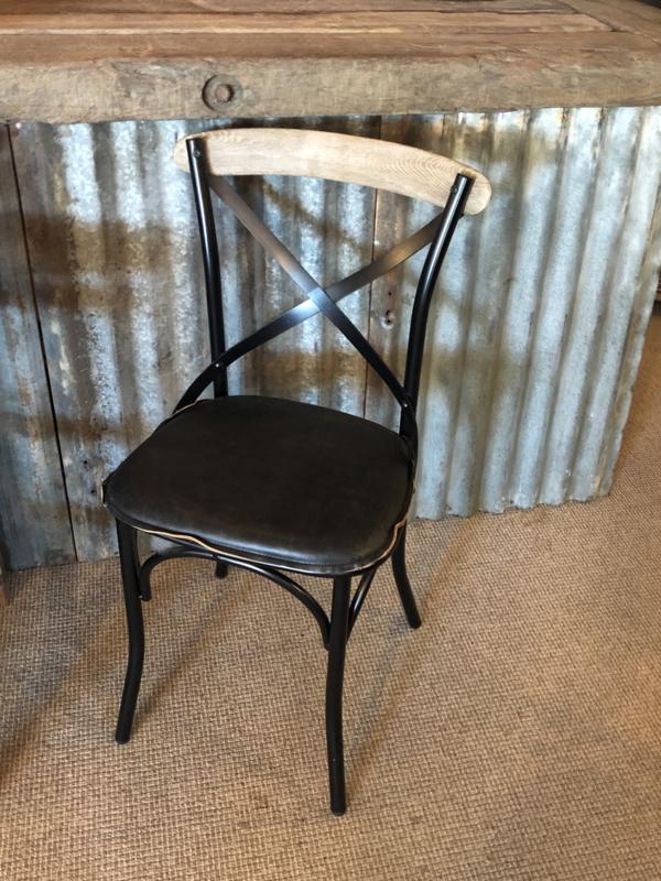 Zwart houten stoel stoeltje stoelen stoeltjes eetkamer zwart naturel hout leren zitting kruisrug landelijk stoer industrieel vintage