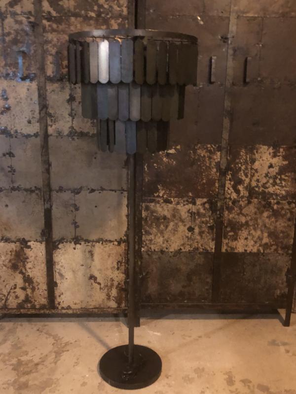 Zwart metalen Vloerlamp lamel staande lamp zwart grijs industrieel stoer landelijk