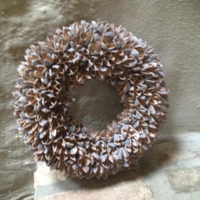 Mooie krans bakuli wreath 40 cm vergrijsd white wash beuk beukenootjes