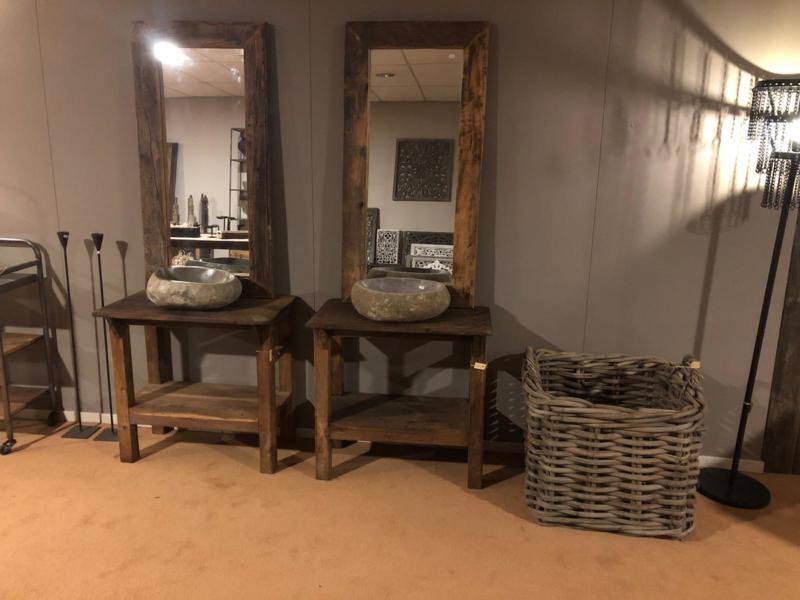 Origineel oud houten tafeltje uit fabriek haktafel wasbaktafel werktafel werkbank dressoir sidetable stoer landelijk industrieel