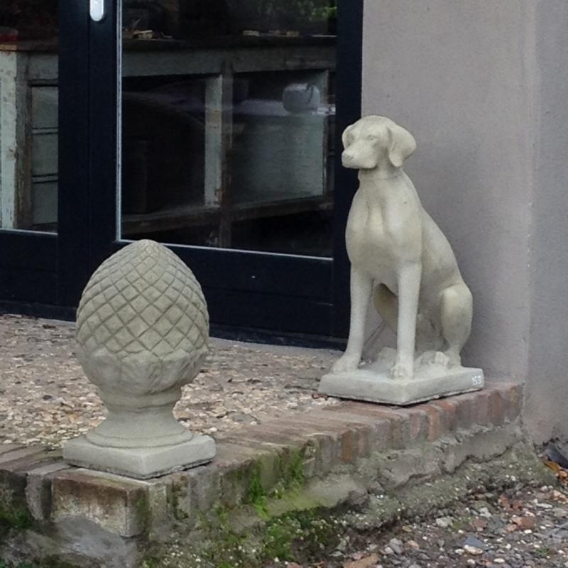 Groot grote beige betonnen Dog pointer beeld hond tuinbeeld massief beton all weather 4 seizoenen vorstbestendig