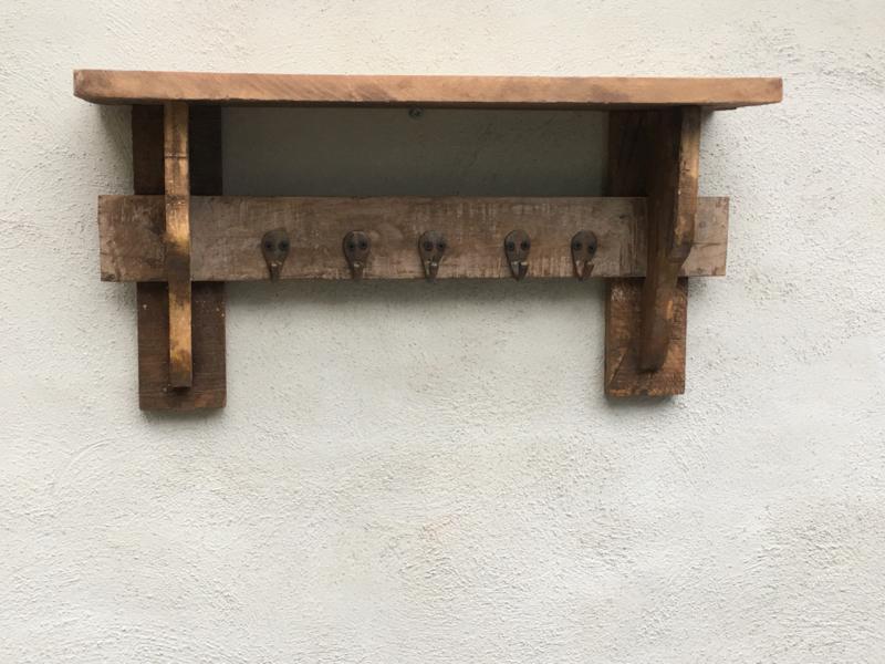 Oud sloophouten Wandrek wandconsole wandplank wandkapstok wandkapstokje rek schap kapstok hout houten wandhaken landelijk vintage industrieel urban