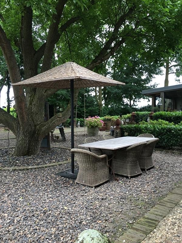Sfeervolle vergrijsd rotan parasol losse kap riet rieten vergrijsde 150 x 150 cm landelijk
