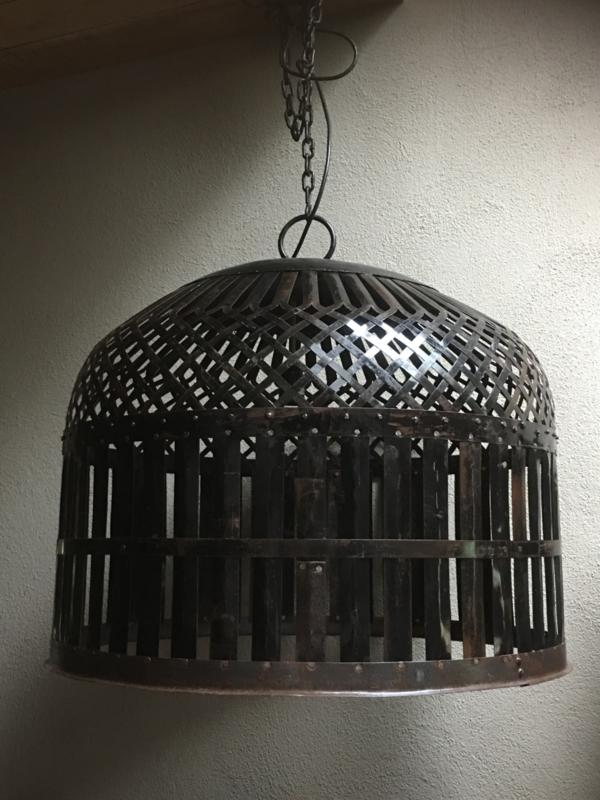 Grote smeedijzeren korf lampekap kooi lamp kooilamp hanglamp korflamp vintage 70 x 55 cm mand landelijk zwart bruin industrieel