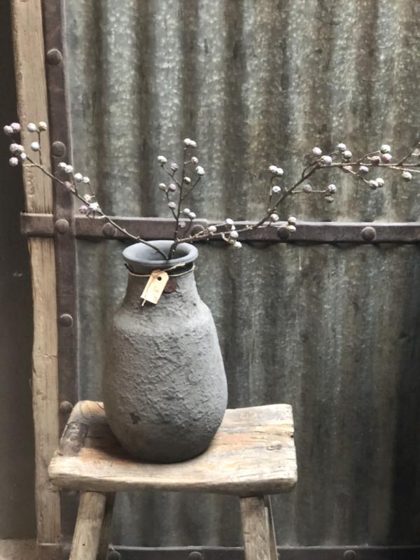 Grijs stenen kruik pot vaas met bolle buik landelijk stoer
