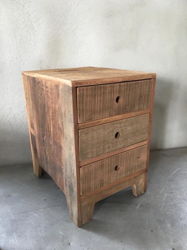Oud houten kastje vergrijsd doorleefd hout ladenkastje laatjes kast A4 naturel no colour