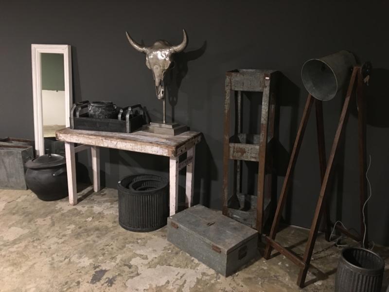 Witte houten klaptafel markttafel tafel buro bureau wit Ibiza doorgeschuurd sleets sidetable oud hout landelijk vintage industrieel
