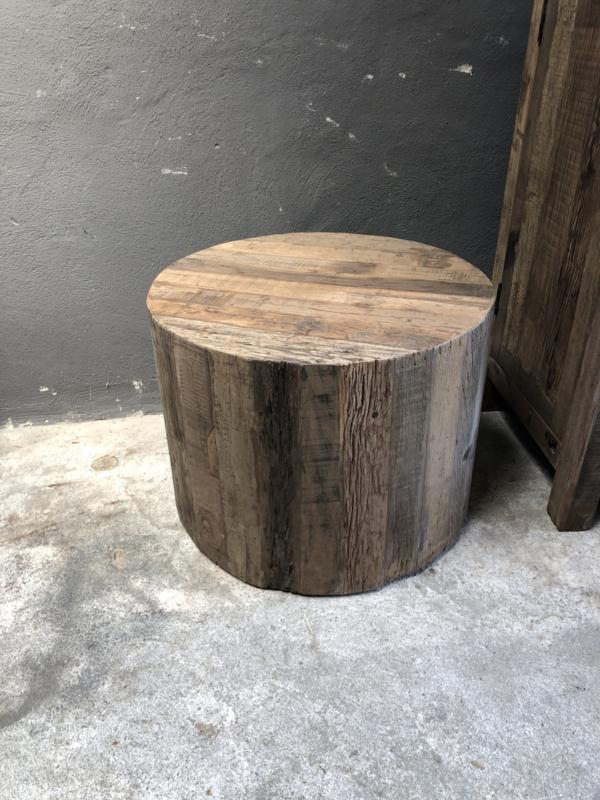 Oud vergrijsd houten Salontafel bijzettafel rond 60 cm op wieltjes bassano  truckwood railway grove nerf landelijk stoer robuust industrieel