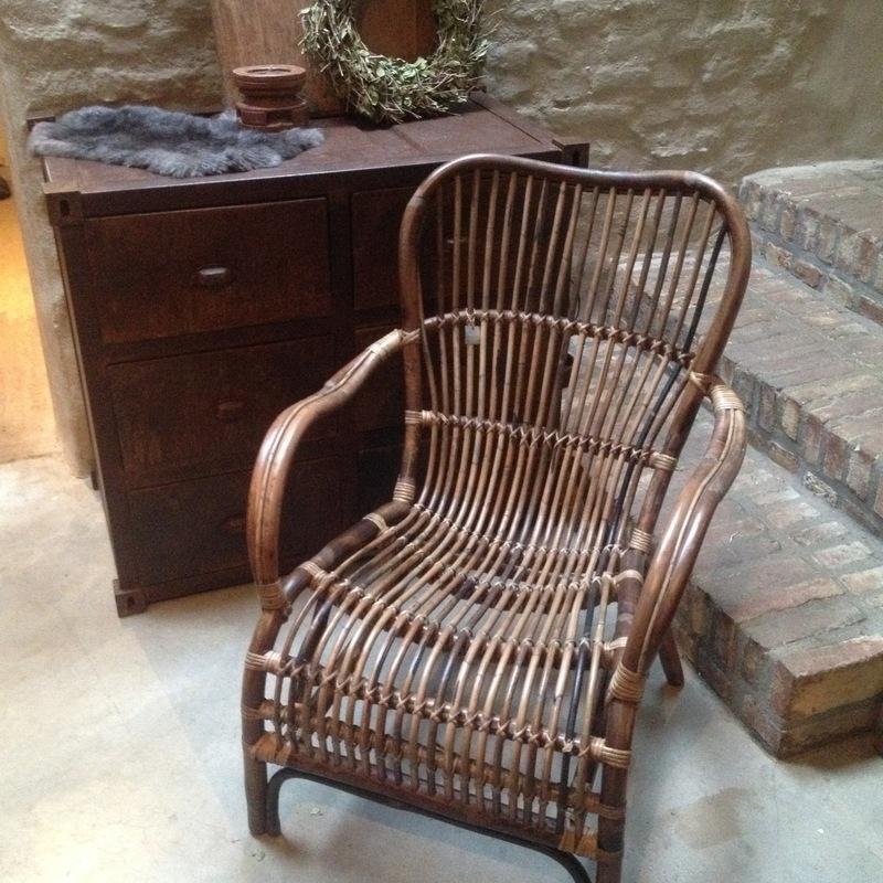 Vintage rotan rieten stoel fauteuil landelijk zwart industrieel stoer jaren '70 retro rieten lounge urban tuinstoel