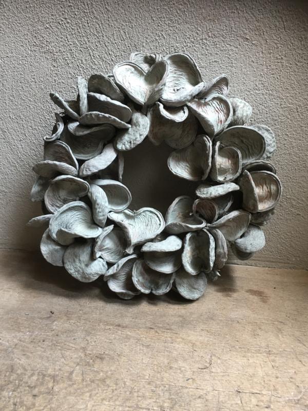Stoere grijze badam krans 55 cm landelijk stoer grijs  vergrijsd grey wash