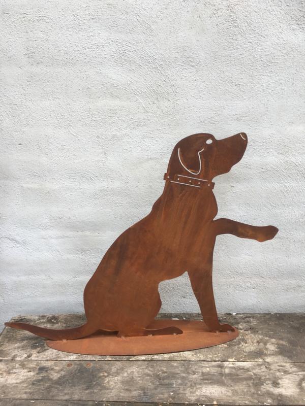 Plaatstaal zittende hond labrador tuin decoratie metaal roest tuinornament tuinbeeld