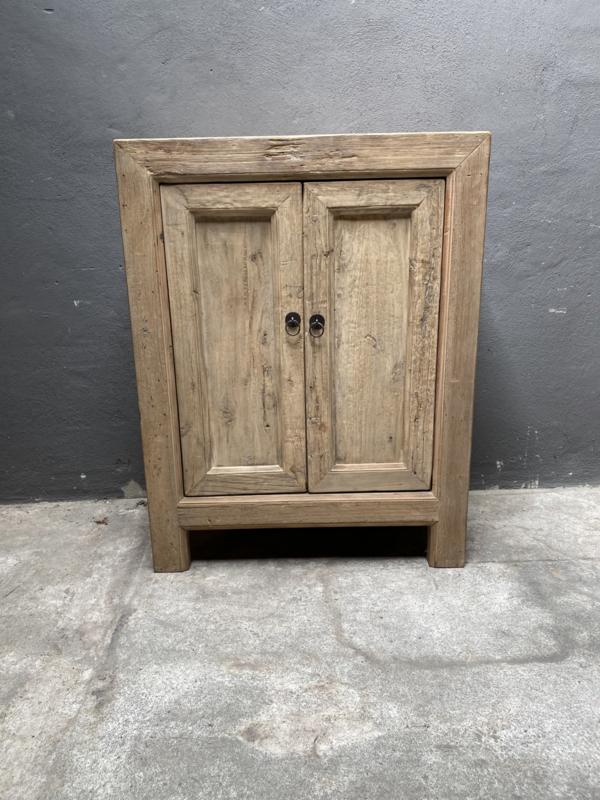 Prachtig licht houten kast olmen vergrijsd hout olmwood 80 x 45 x h104 cm landelijk stoer sober Sidetable deurtjes