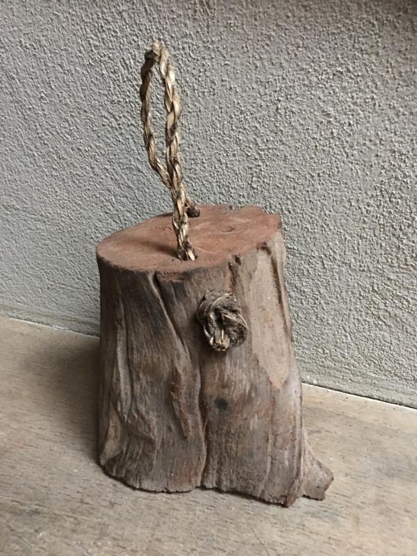 Houten deurstop klos met grof jute touw stronk hout landelijk stoer