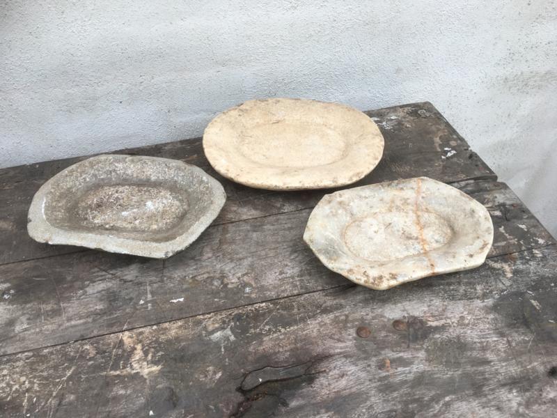 Oude marmeren schaal bak S landelijk stoer robuust oud steen hardsteen zeepbakje serveerschaaltje